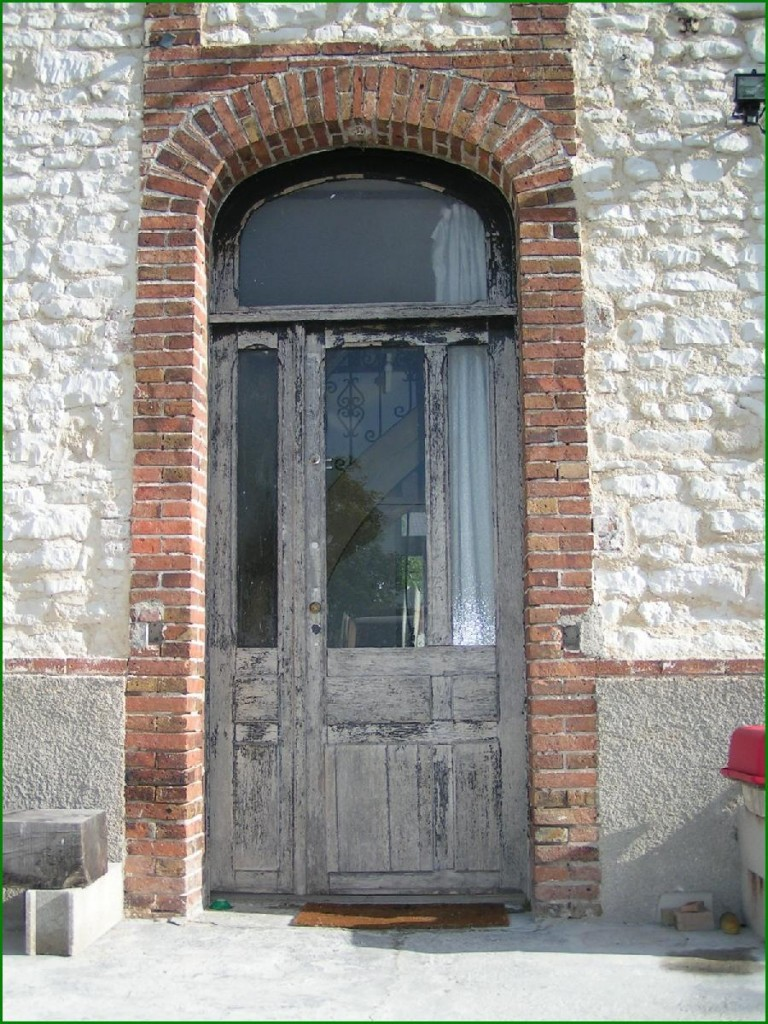 Porte d entre maison ancienne des couleurs dco pour for Porte entree maison ancienne
