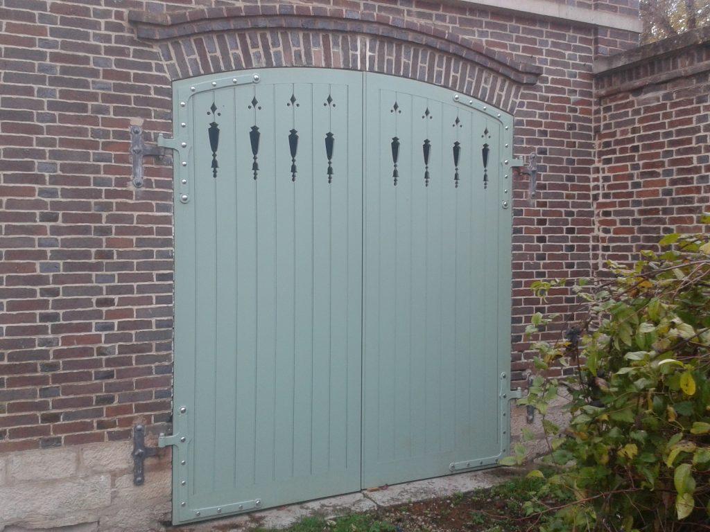 porte de garage, 2 vantaux ouvrant extérieur en chêne à Fontvannes dans l'Aube, 10