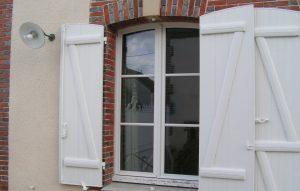 Volets en pvc et fenêtre en bois à Pars les Romilly dans l'Aube, 10